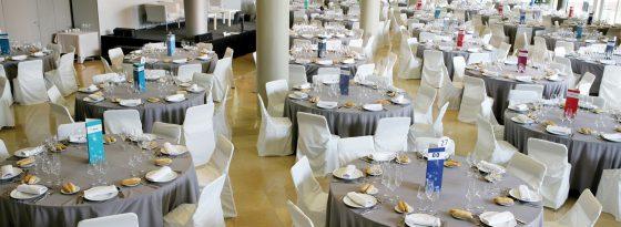 Salón Augusta, para gran convención, muchas mesas
