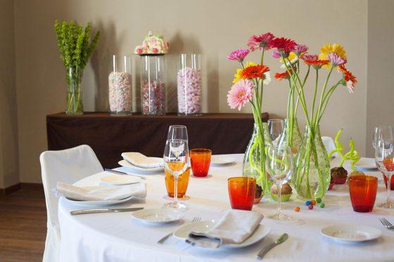 Detalle de unas de las mesas, merienda en sala íntima