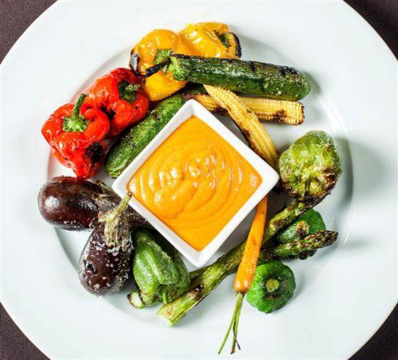 Verduras a la brasa con salsa romesco