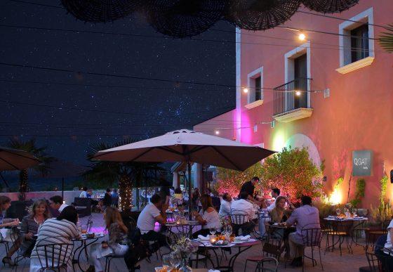 Cena agradable terrazas del qgat