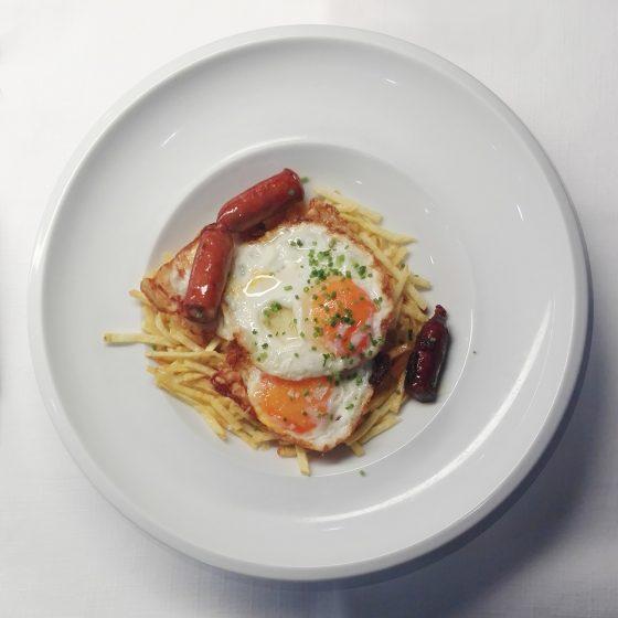 Huevos con patatas y chistorra